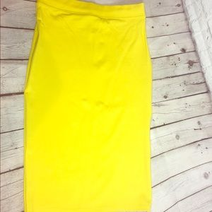 New Large yellow pencil skirt 🔥